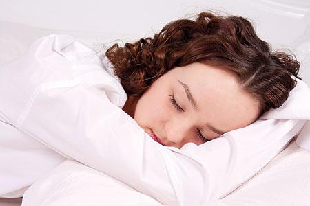 صورة كم ساعة يجب على الانسان ان ينام