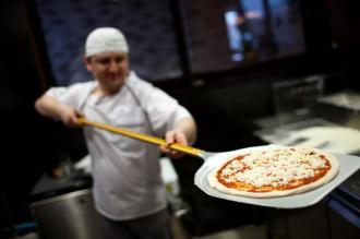 بالصور عجينه البيتزا الايطالية
