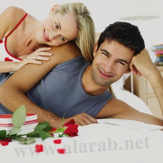 صورة دلع الزوجة في غرفة النوم