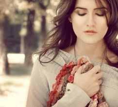 بالصور فتاة  جميلة  حزينه
