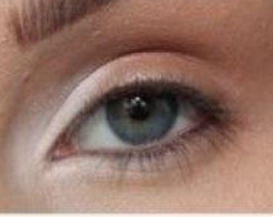 صورة مكياج العيون الصغيرة بالصور