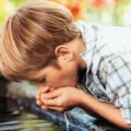 بالصور لماذا ينصح الاطباء بالاكثار من شرب الماء النقي
