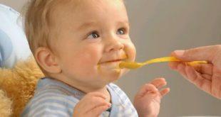 صور متى يبدا الطفل الرضيع بالاكل