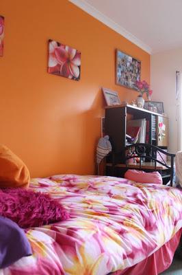غرف نوم بنات بدهان حوائط و جدران باللون البرتقالى اورنج)