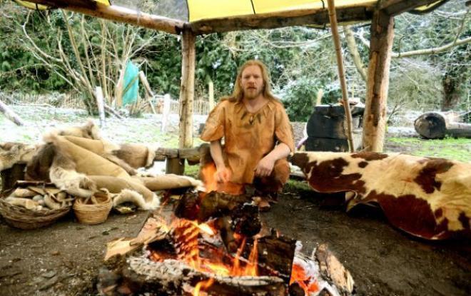 صورة حياة الانسان في العصر الحجري القديم