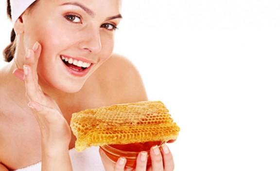 صورة فوائد شمع العسل للبشرة