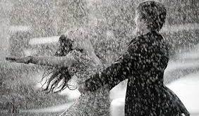صورة رومانسية تحت المطر