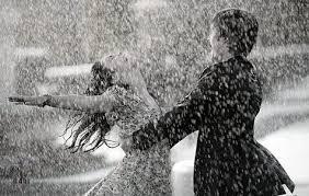 بالصور رومانسية تحت المطر 20160818 2776