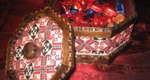 صورة علب حلوى مطرزة
