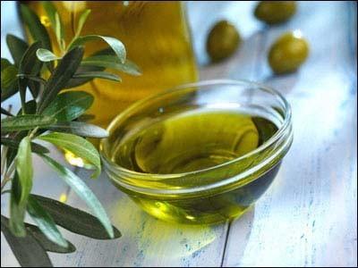 صورة فوائد زيت الزيتون للشعر الجاف