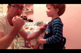 صورة اب يضرب ابنه مضحك