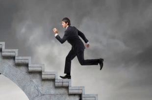 صورة تفسير الحلم بصعود الدرج