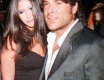 صورة واءل كفوري وزوجته
