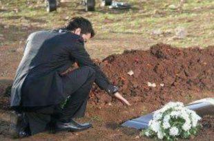 صور رجل يكتشف سر خطير بعد موت زوجته