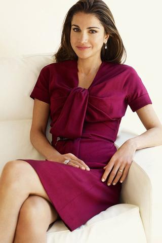 صورة ملابس الملكة رانيا