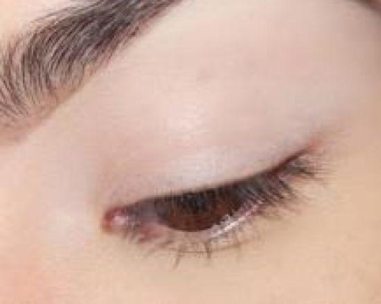 صورة مكياج لتكبير العيون بالصور
